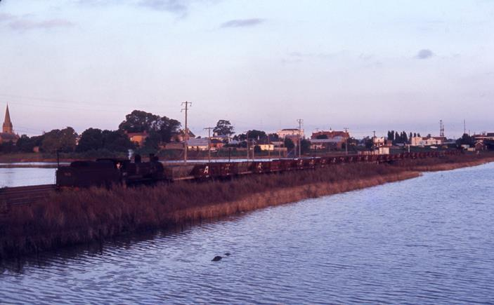 5475 nsw steam train east maitland 1971 coal train matiland floods