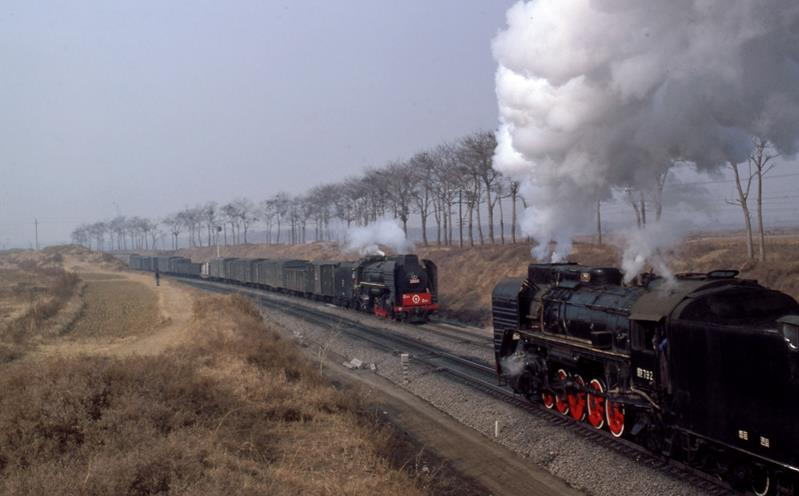 QJ crossing QJ louyang china steam loco