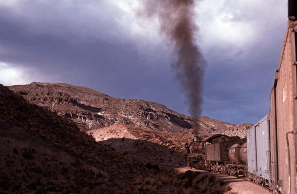 Hitachi 2-8-2 662 steam train engine bolivia south america Uyuni Potosi