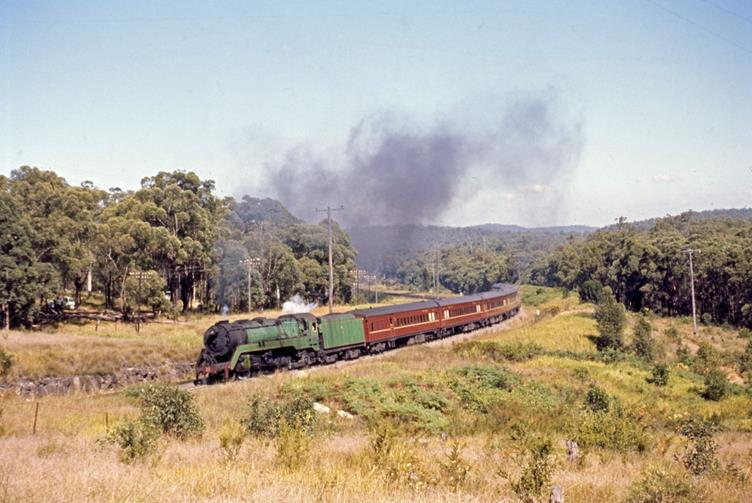 3813 no 71 newcastle flyer fassifern 1969