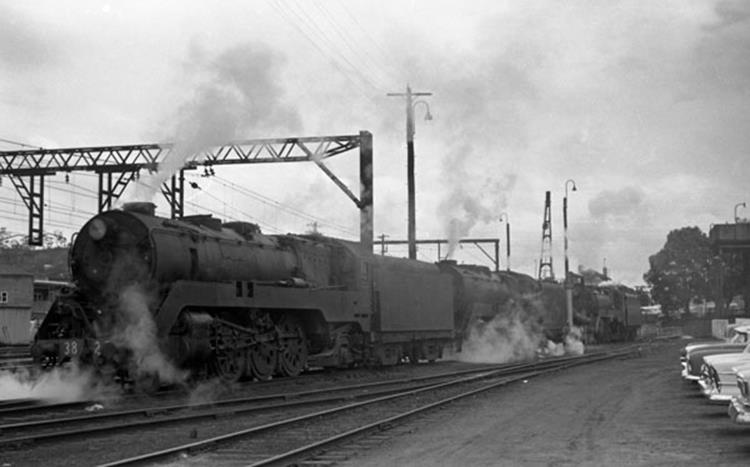 gosford loco 3813 3820 3827 turntable