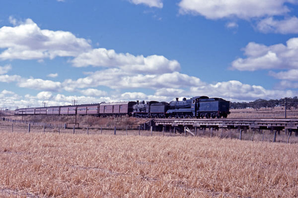 glenn innes mail 3246 3526 steam train kentucky nsw