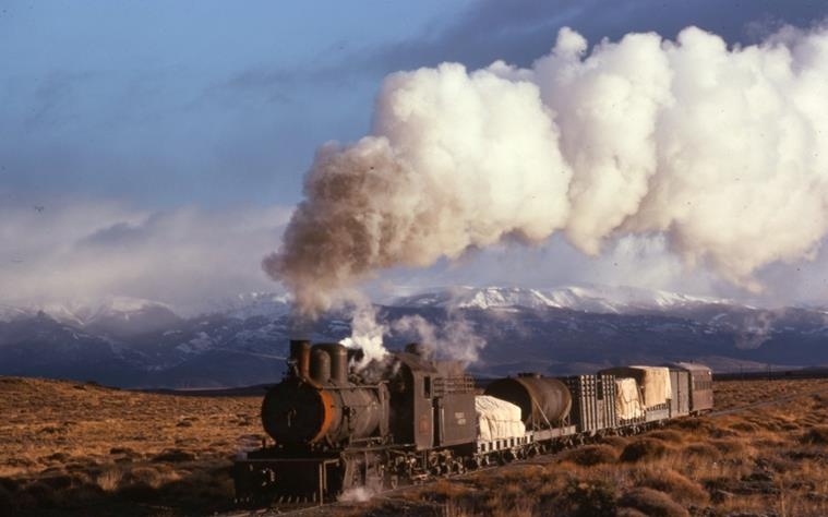 Esquel patagonia argentina steam train henschel 2-6--0