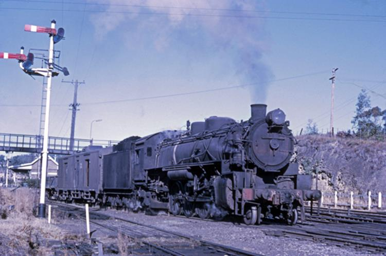 5906 269 pickup steam train fassifern