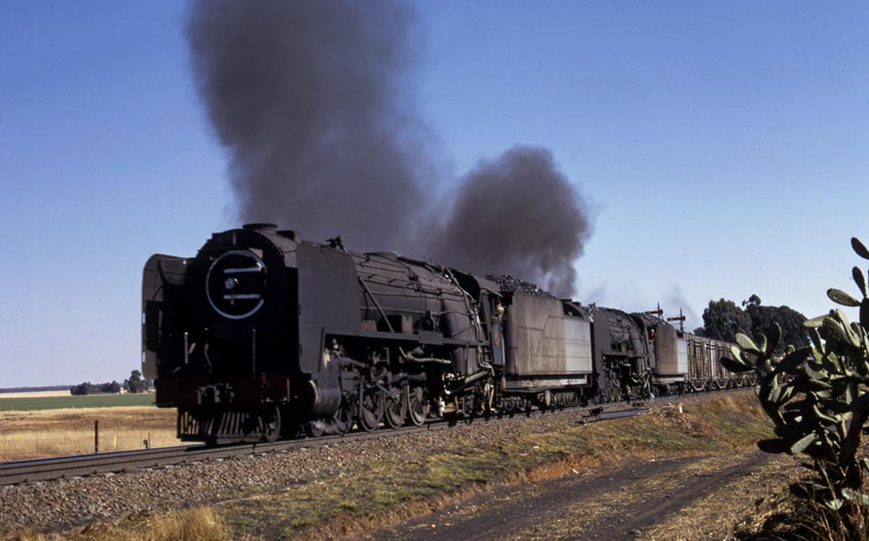 23 class 4-8-2 kroonstad bloemfontein steam train south africa 1976
