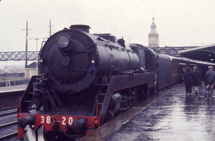 3820 newcaslte flyer steam train
