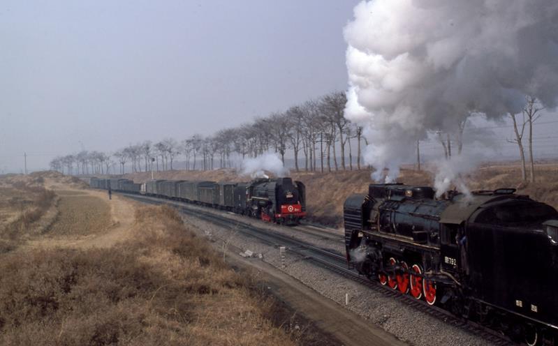 QJ crossing QJ louyang china steam loco
