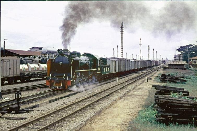 824 high ball switch thailand steam loco mixed train