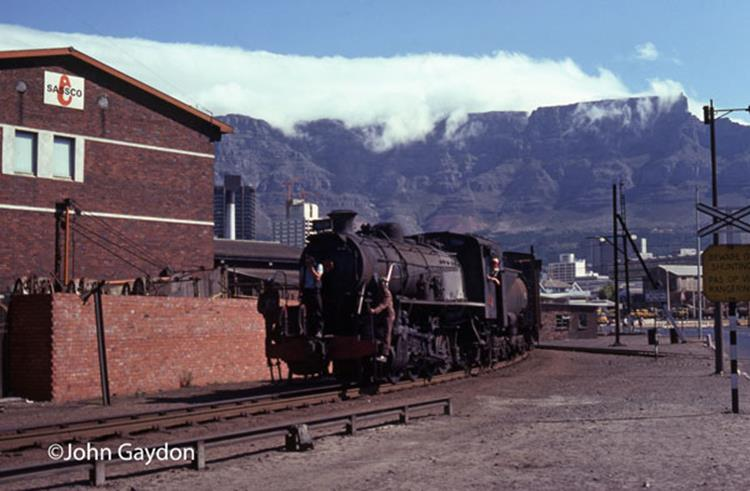S2 steam loco saouth africa cape town table mountain